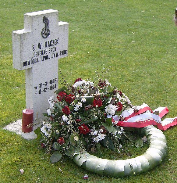 Grób gen. Stanisława Maczka na cmentarzu żołnierzy polskich w Bredzie