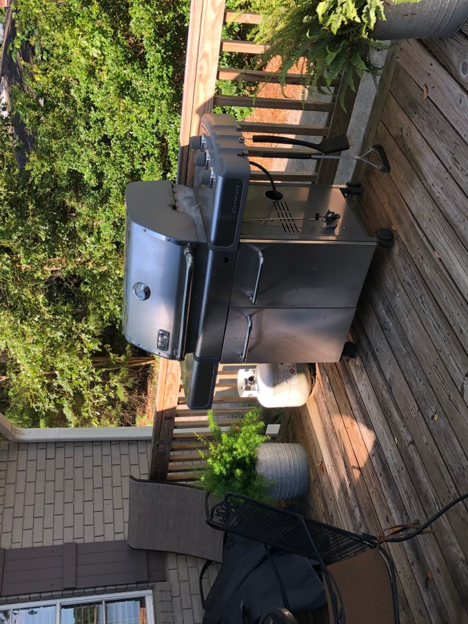 No need for outdoor kitchen, the grill is in a perfect area (10 steps from kitchen).  Additional seating allows group to visit with the cook.