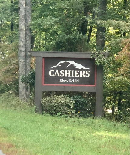 About a 20 minute dry along curvy road, you come to Cashiers NC. This area is known for retirement and second homes. Lots of golfing communities nestled into the area