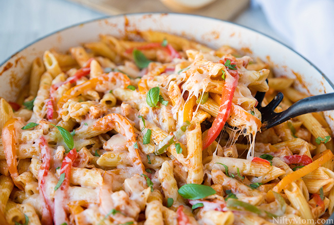 Chicken & Peppers Pasta {Quick & Easy Dinner}