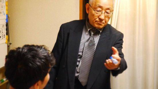 松本道弘先生 にがみ塾でディベート指導