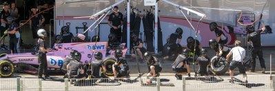 Sergio Perez, Force India, tyre change