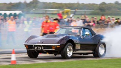 Burnout. Chevrolet Corvette Stingray, Sywell Classic