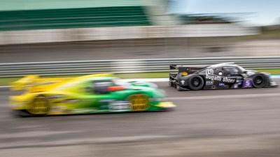 2 LMP3 cars head down the main stright, Circuito Estoril