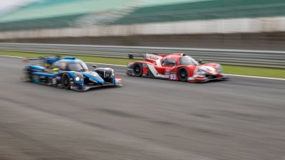 Norma M30 and Ligier JSP3 go head-to-head on the main straight, VdeV Endurance Series