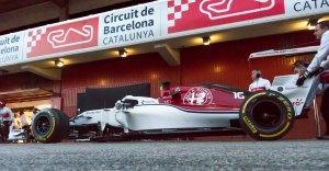 Alfa Romeo Sauber preparing for pit stop practice