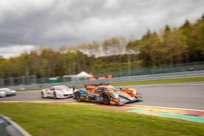 G-Drive Racing LMP2 car followed by a Ferrari into Les Combes