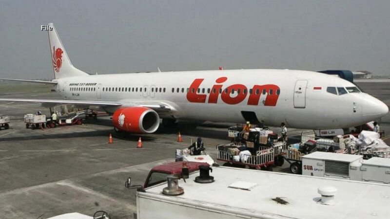 2 die in Indonesia-bound plane; makes emergency landing