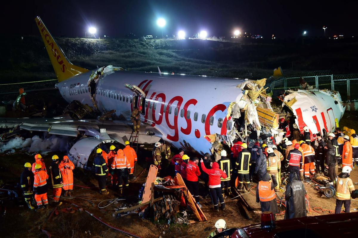 Plane Crash: Three dead, scores hurt