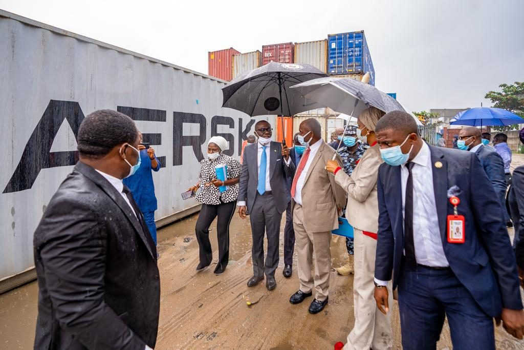 Amaechi, Sanwo-Olu enraged with desecration of Marina coastline  — order barge operators to quit