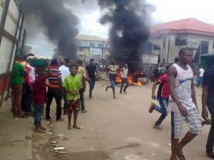 Suspected Tricycle Thief Set Ablaze By Angry Mob In Delta State, As Police Arrests Two Others