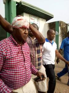 Chairman of Abia Warrior FC gets injured on his head during the clash in Umuahia Township Stadium