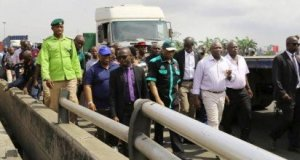 Ambode inspects Apapa, Ladipo road networks