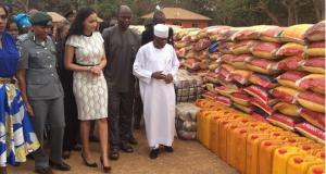 PHOTOS: Nigeria Customs Service Donates Relief Materials To IDP In Edo