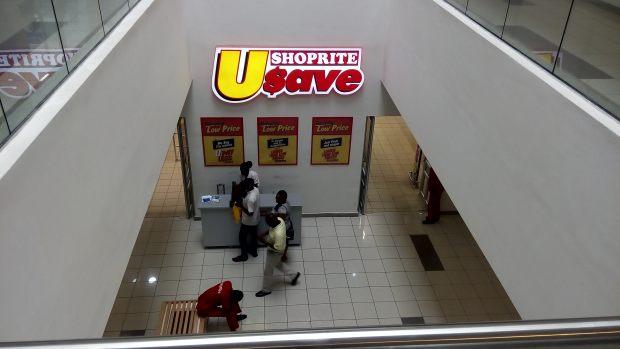 Shoprite dey there too