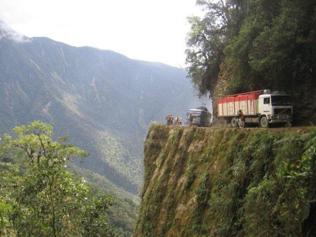 bolivia-road
