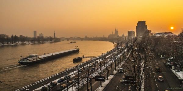Wasserstraße im Winter