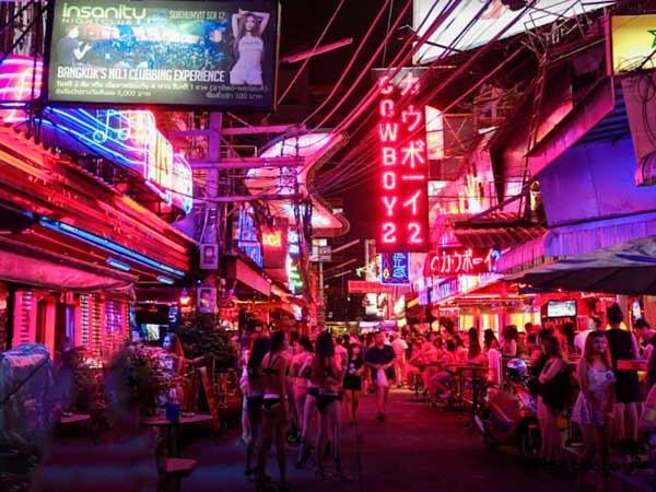 Bangkok Nightlife Go-Go Bars auf der Soi Cowboy