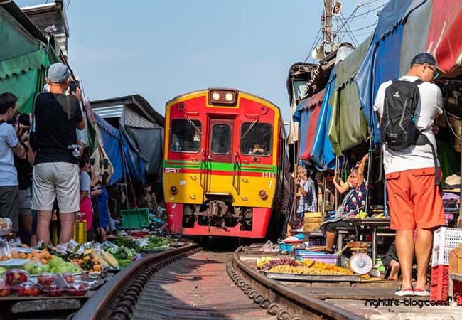 Mae Klong Zugmarkt
