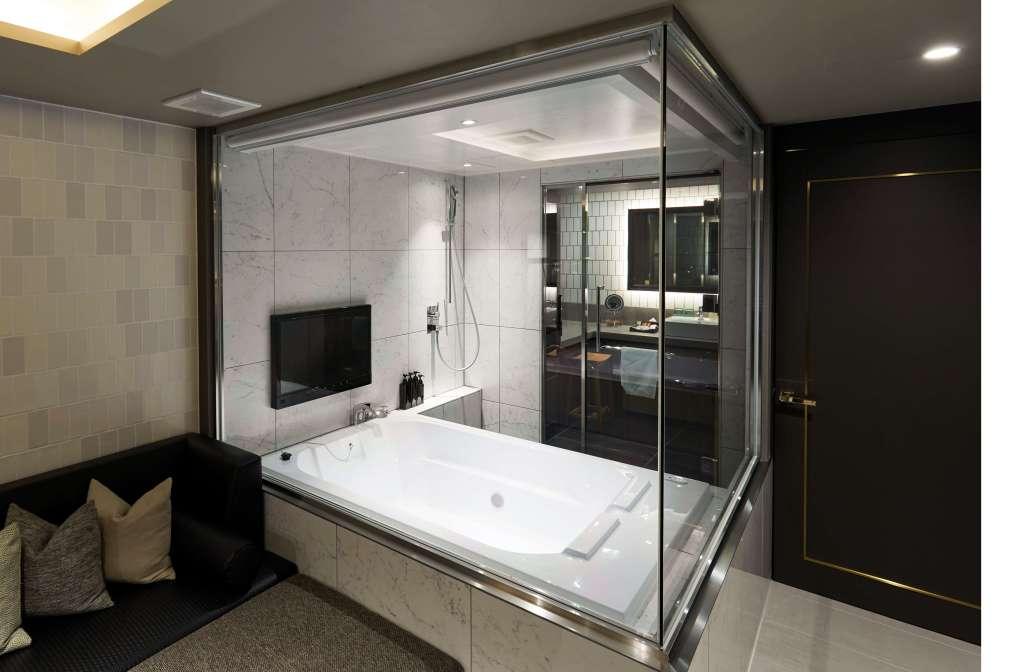 錦糸町のラブホテルHOTEL BAMBOO GARDENのガラス張りのお風呂があるお部屋