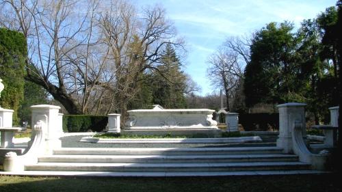 garden monument fw
