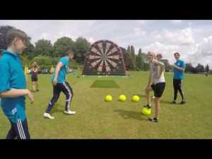 Футдартс — новое увлечение британцев. Видео