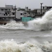 Taifun Halong stürmt auf Japan zu