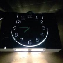 Japaner baut Uhr aus einer alten Playstation