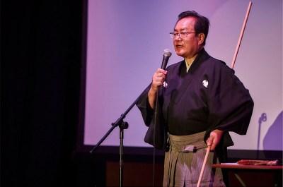 Bando Toshitaro, explaining various props used in classical dances.