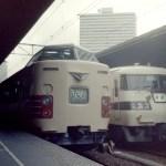 特急しなの号と大阪駅