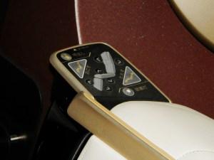 E7系グランクラスの座席操作ボタン