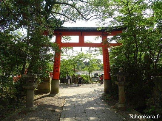 Un Torri dans la campagne du Japon