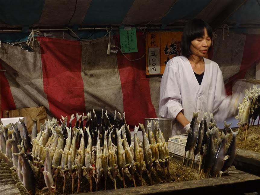 Un stand de nourriture au festival japonais