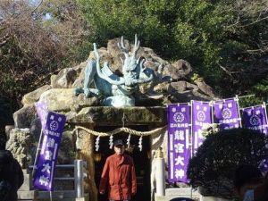 Une statue de dragon