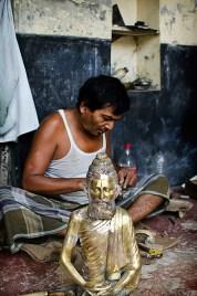 Bronze maker with bronze man. ©Photo: William Leonard