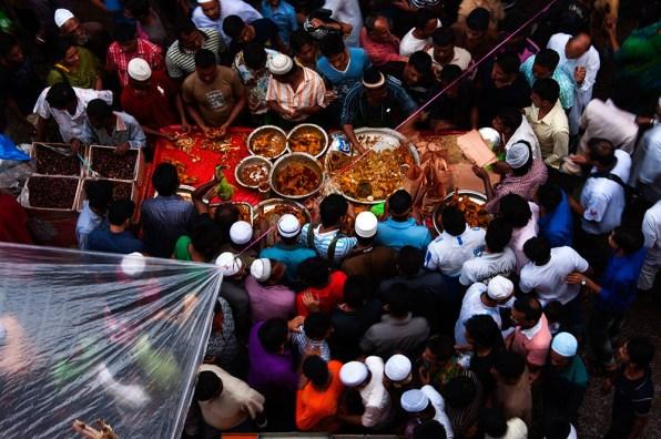 Iftar market at Chawk Bazar. ©Photo: Momenur Rajman