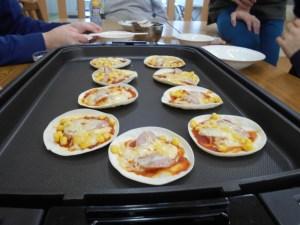 餃子の皮でピザ 1