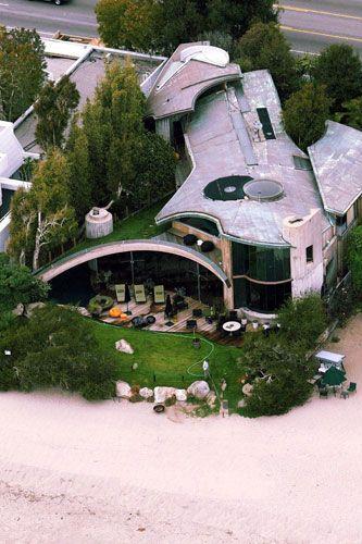 Courteney Cox and David Arquette's home - in Malibu 2004