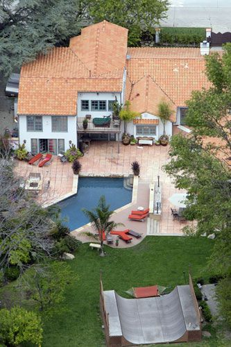 Pink's Sherman Oaks mansion 2006