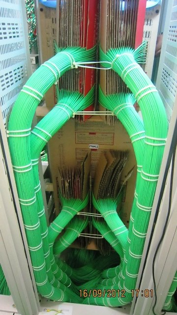 Cabling Organization Paling Rapi di Server Rack Data Center - Best Rack Cabling Management Arrangement Design 01