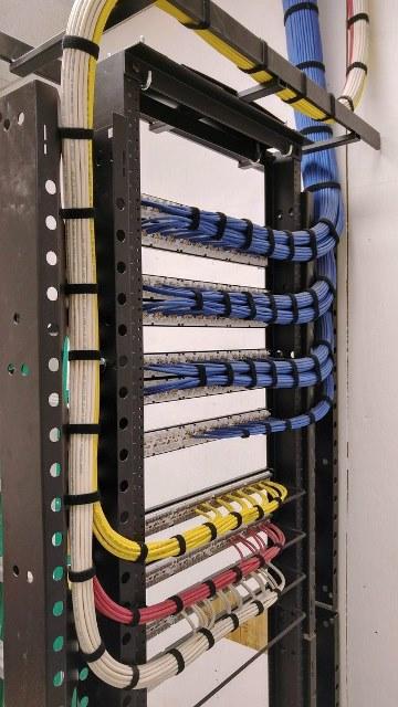 Cabling Organization Paling Rapi di Server Rack Data Center - Best Rack Cabling Management Arrangement Design 08