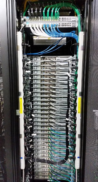 Cabling Organization Paling Rapi di Server Rack Data Center - Best Rack Cabling Management Arrangement Design 18