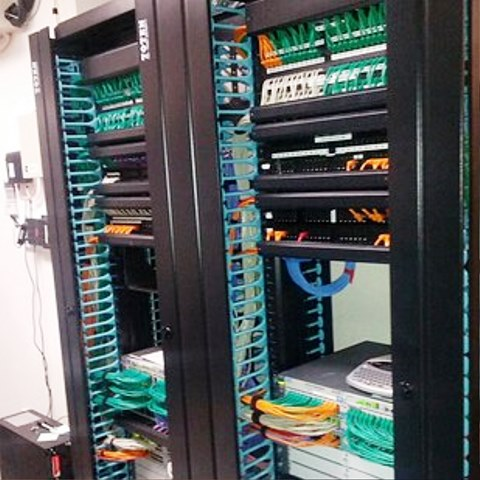 Cabling Organization Paling Rapi di Server Rack Data Center - Best Rack Cabling Management Arrangement Design 23