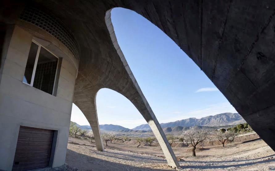 Struktur Bangunan Beton Berbentuk Aneh