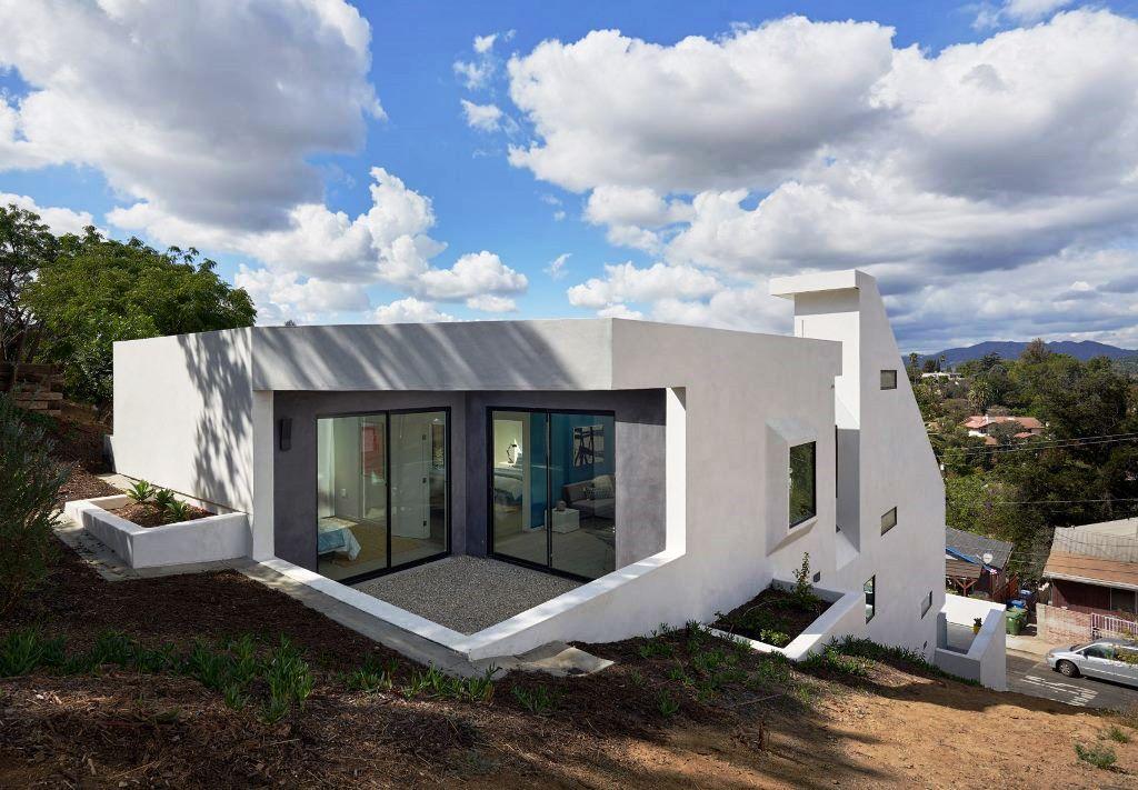 Rumah Berbentuk Potong Lipat di Lereng Bukit Los Angeles