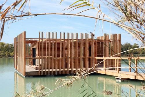 Penginapan Terapung dengan Arsitektur Modern