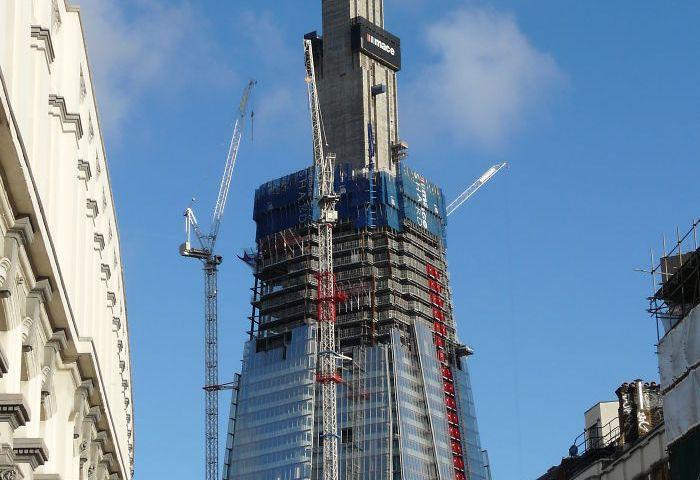 Bangunan Terkenal Ketika Dikonstruksi