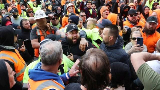 ΕΚΤΑΚΤΟ! Ο λαός της Αυστραλίας σε μετωπική Σύγκρουση με τη ΝΤΠ