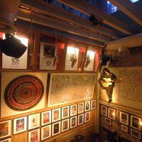 Okan Bayülgen'in 'Dada Salon'u Bodrum'da açıldı