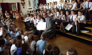 Nil By Mouth Campaign Director, Dave Scott, presents the award to P7 pupils